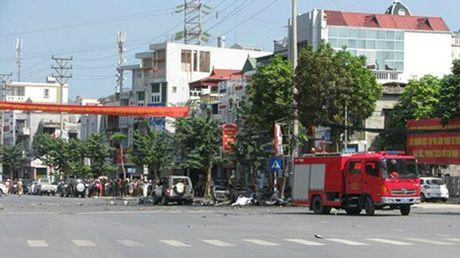 Quang Ninh: Taxi bat ngo phat no, 2 nguoi tu vong tai cho - Anh 1
