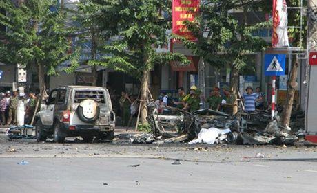 Quang Ninh: Taxi bat ngo phat no, 2 nguoi tu vong tai cho - Anh 2