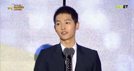 Song Joong Ki gom mot luc 3 giai thuong truyen hinh - Anh 1