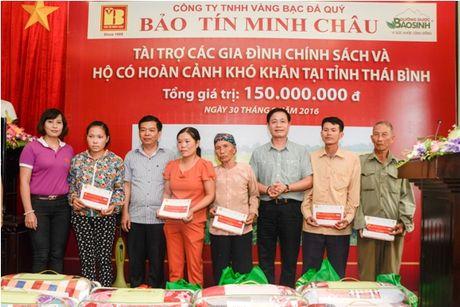 Trao tang 150 trieu dong cho cac gia dinh co hoan canh kho khan Thai Binh - Anh 1