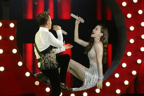 Diamond Show Dam Vinh Hung: Choi ngong, doc va la - Anh 2