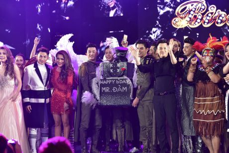 Diamond Show Dam Vinh Hung: Choi ngong, doc va la - Anh 3