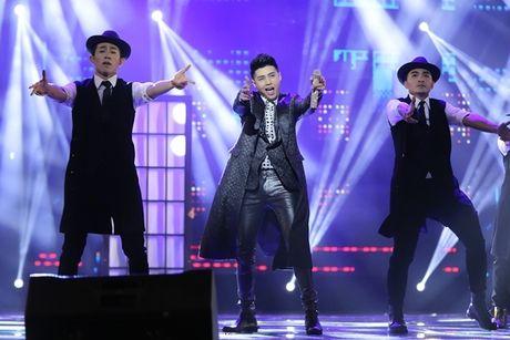 Can canh vien 'kim cuong' khung fan ham mo tang Mr.Dam trong liveshow - Anh 1
