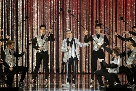 Can canh vien 'kim cuong' khung fan ham mo tang Mr.Dam trong liveshow - Anh 8