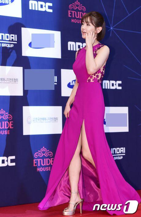 "Vui ve di du lich nuoc ngoai, Song Hye Kyo ""bo roi"" Song Joong Ki tren tham do - Anh 10"