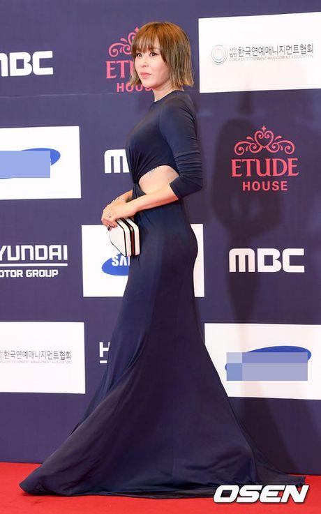 "Vui ve di du lich nuoc ngoai, Song Hye Kyo ""bo roi"" Song Joong Ki tren tham do - Anh 11"