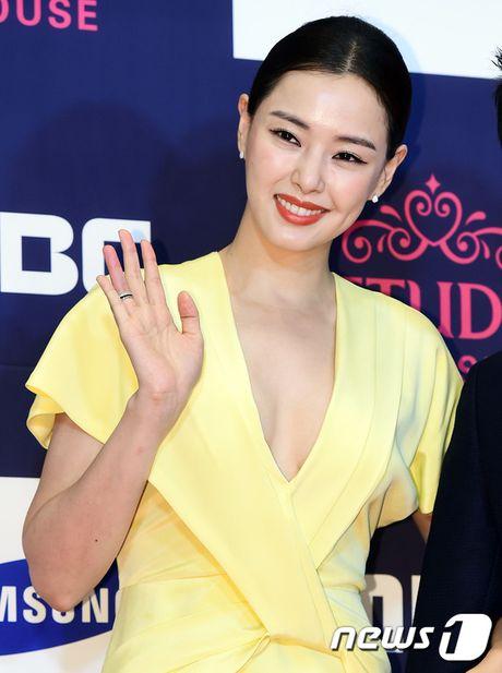 "Vui ve di du lich nuoc ngoai, Song Hye Kyo ""bo roi"" Song Joong Ki tren tham do - Anh 13"