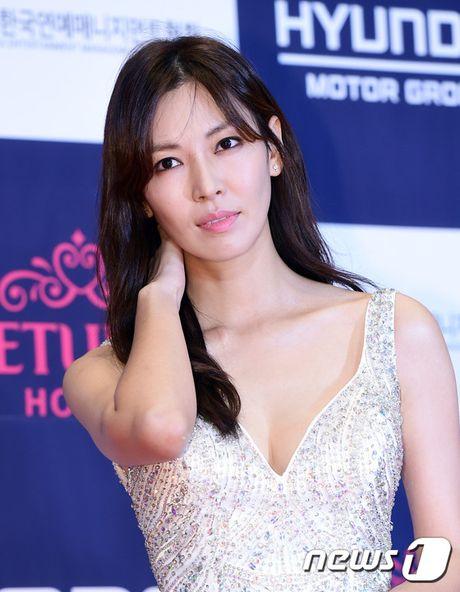 "Vui ve di du lich nuoc ngoai, Song Hye Kyo ""bo roi"" Song Joong Ki tren tham do - Anh 14"