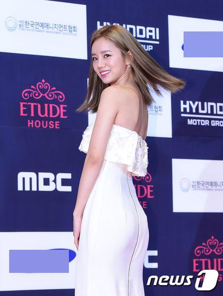"Vui ve di du lich nuoc ngoai, Song Hye Kyo ""bo roi"" Song Joong Ki tren tham do - Anh 15"
