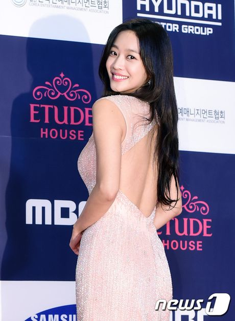 "Vui ve di du lich nuoc ngoai, Song Hye Kyo ""bo roi"" Song Joong Ki tren tham do - Anh 16"