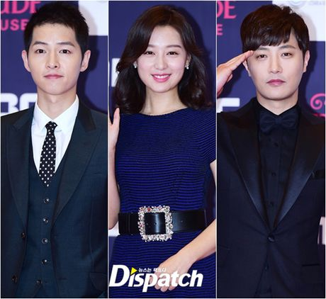 "Vui ve di du lich nuoc ngoai, Song Hye Kyo ""bo roi"" Song Joong Ki tren tham do - Anh 1"