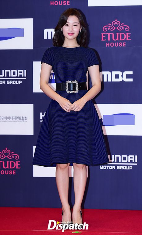 "Vui ve di du lich nuoc ngoai, Song Hye Kyo ""bo roi"" Song Joong Ki tren tham do - Anh 5"