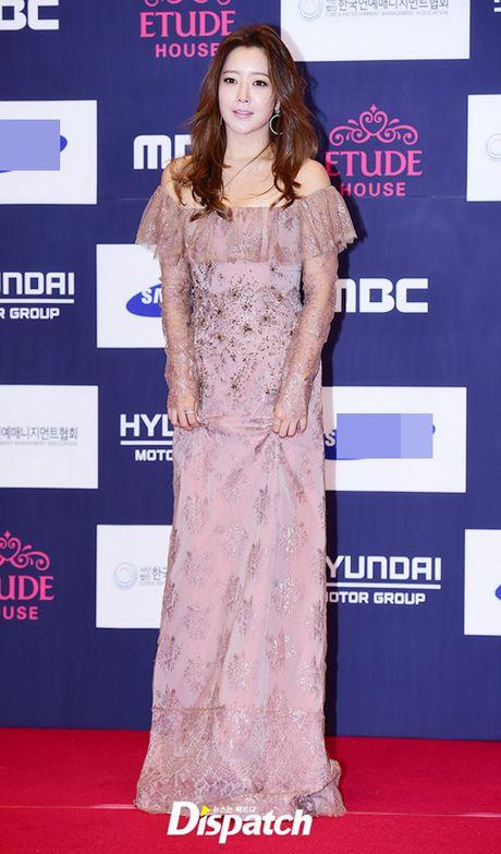"Vui ve di du lich nuoc ngoai, Song Hye Kyo ""bo roi"" Song Joong Ki tren tham do - Anh 7"