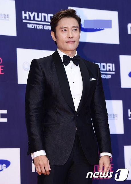 "Vui ve di du lich nuoc ngoai, Song Hye Kyo ""bo roi"" Song Joong Ki tren tham do - Anh 8"