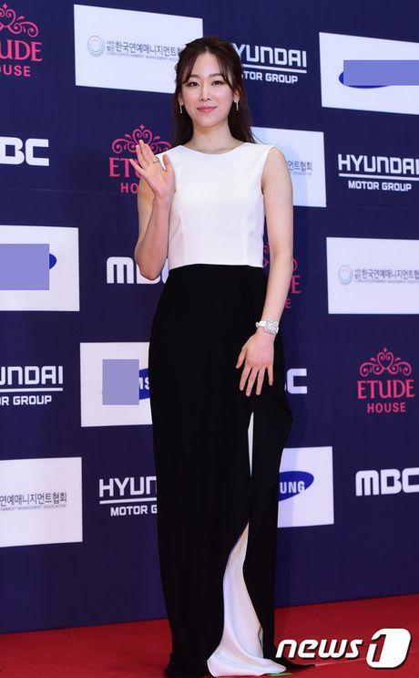 "Vui ve di du lich nuoc ngoai, Song Hye Kyo ""bo roi"" Song Joong Ki tren tham do - Anh 9"