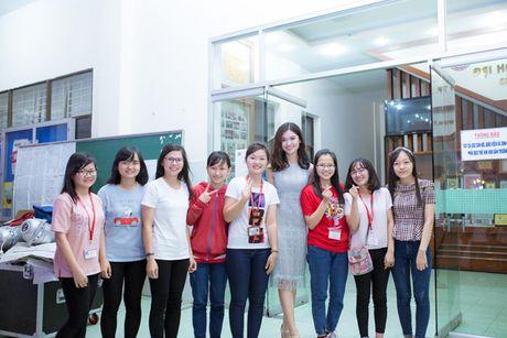 A hau Thuy Dung than thiet cung 'dan chi' Mai Phuong Thuy - Anh 3