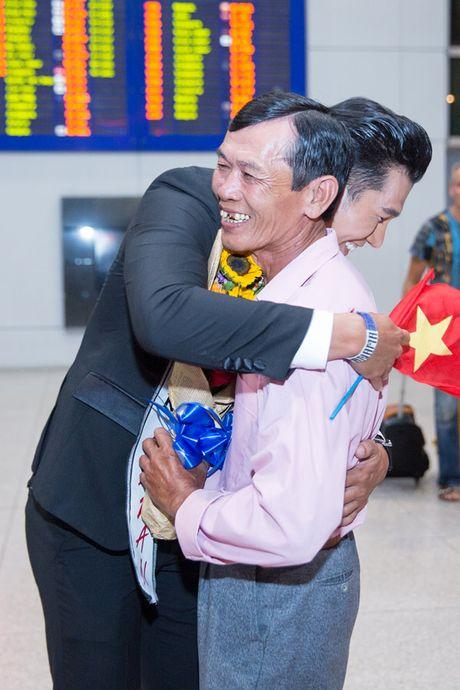 Khanh Ngan The face ra tan san bay don A vuong Ngoc Tinh - Anh 3