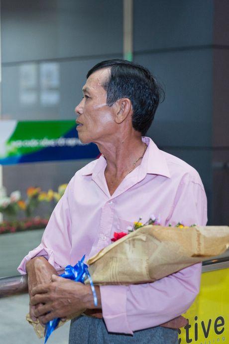 Khanh Ngan The face ra tan san bay don A vuong Ngoc Tinh - Anh 5