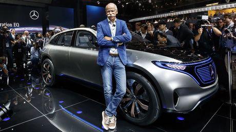 Man nhan voi Mercedes-Benz Generation EQ concept - Anh 1