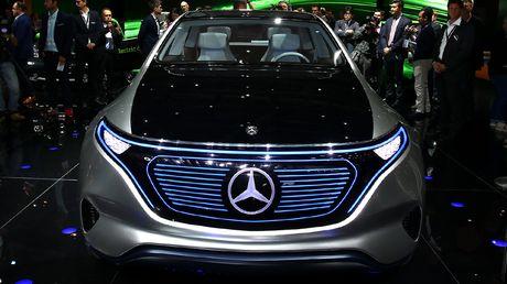 Man nhan voi Mercedes-Benz Generation EQ concept - Anh 3