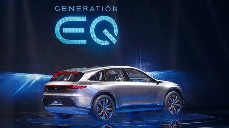 Man nhan voi Mercedes-Benz Generation EQ concept - Anh 4
