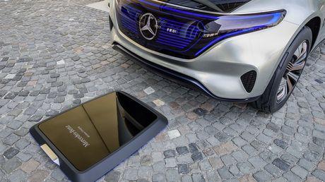Man nhan voi Mercedes-Benz Generation EQ concept - Anh 5