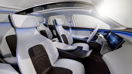 Man nhan voi Mercedes-Benz Generation EQ concept - Anh 9