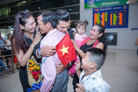 Khanh Ngan The Face tinh tu A vuong Ngoc Tinh o san bay - Anh 5