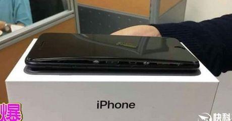 iPhone 7 Plus bi phong pin, tach doi than may - Anh 1