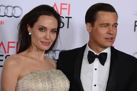 Brad Pitt phai chiu su giam sat moi lan tham con la su 'si nhuc' - Anh 2