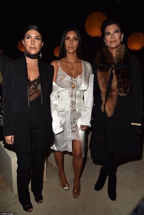 Kim Kardashian nguy hiem tinh mang khi bi ke cuop dung sung uy hiep - Anh 5