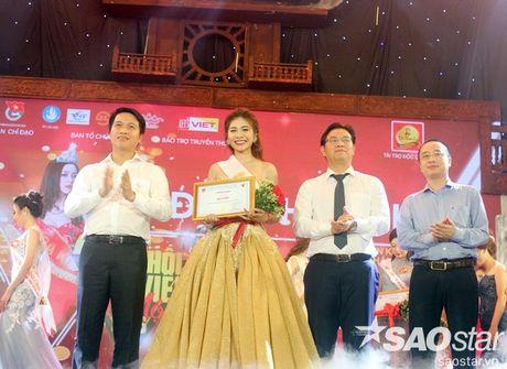 Hoa khoi Sinh vien Ha Noi 2016 lien tuc roi vuong mien khi dang quang - Anh 3