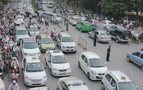 Lanh dao Bo Tai chinh bo xe cong di taxi: 'Co gi dau ma on ao' - Anh 1