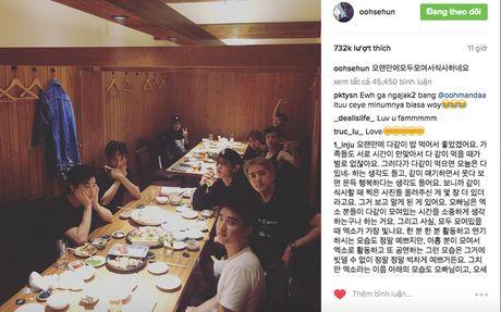 Hinh anh doi lap: EXO quay quan ben nhau cung ngay Ngo Diec Pham bi mang chui vi tro ve Han - Anh 5
