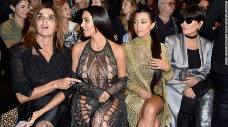 Kim Kardashian bi troi, doa giet va cuop tai san tri gia hang tram ty dong - Anh 2