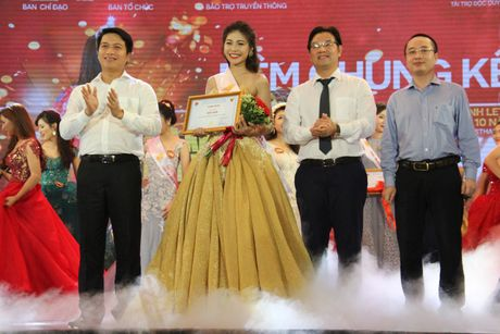 Nu sinh DH VHNT Quan doi dang quang Hoa khoi Sinh vien HN - Anh 4