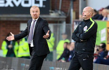 DIEM NHAN Burnley 0-1 Arsenal: Phao thu tang qua Wenger, Oezil van thieu on dinh - Anh 2