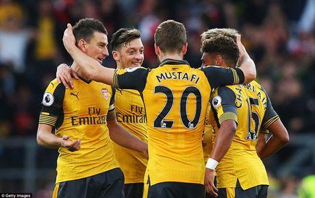 DIEM NHAN Burnley 0-1 Arsenal: Phao thu tang qua Wenger, Oezil van thieu on dinh - Anh 4