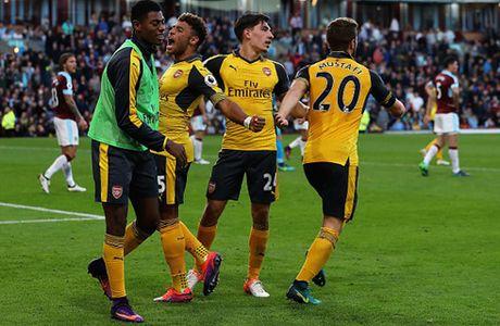 Thang nhoc Burnley, Arsenal giu vung vi tri trong top 3 - Anh 1