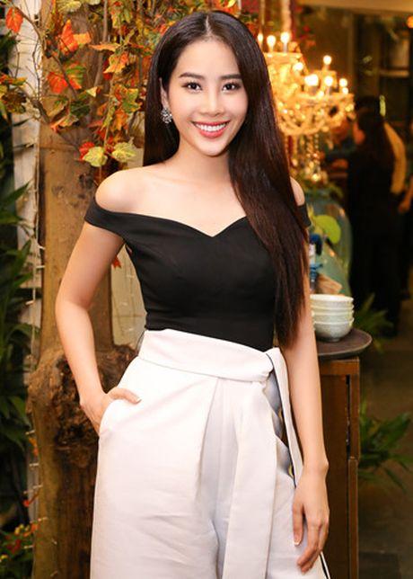 Nam Em - Bao Nhu than thiet truoc ngay len duong thi Hoa hau - Anh 1