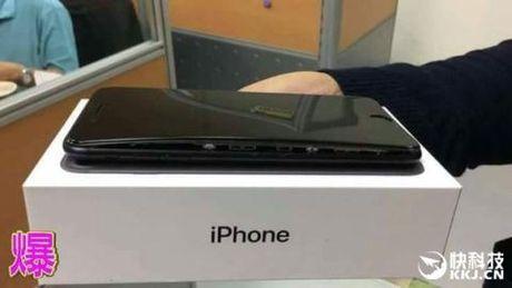 Ca iPhone 6 lan 7 deu phat no - Anh 4