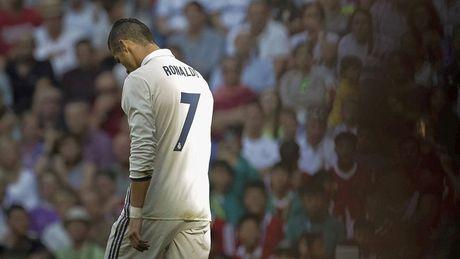Diem tin sang 04/10: HAGL tiep tuc la nong cot cho DTQG, nghi an Ronaldo chui co dong vien - Anh 1