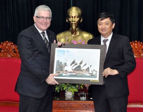 Tan Dai su quan Australia tai Viet Nam tham Da Nang - Anh 1