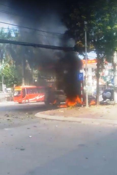 Thong tin tiep vu no xe taxi tai Quang Ninh: Do hanh khach om min tu sat - Anh 1