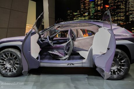 Lexus UX Concept gay bat ngo tai trien lam - Anh 3
