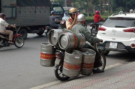 "Nhung phuong tien ""ky di"" cu gap CSGT la ""chay"" - Anh 2"