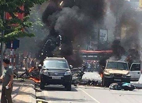Truoc khi xe no nhu bom o Quang Ninh, hang taxi da nhan duoc cuoc goi bi an - Anh 1