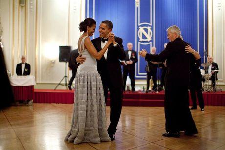 Ong Obama dang anh tinh tu ben vo len Facebook nhan ky niem 24 nam ngay cuoi - Anh 1