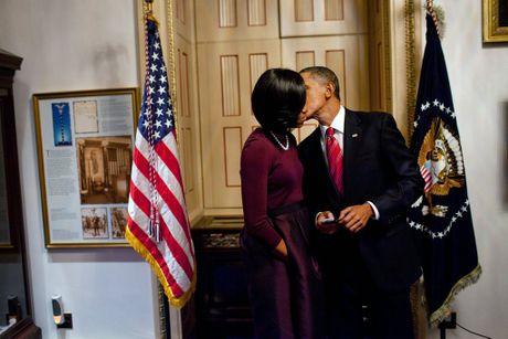 Ong Obama dang anh tinh tu ben vo len Facebook nhan ky niem 24 nam ngay cuoi - Anh 2