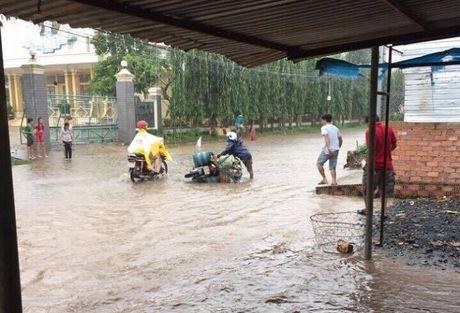 Cheo thuyen tren tinh lo tai Binh Duong: Tim phuong an 'thoat ngap' cho nguoi dan - Anh 1
